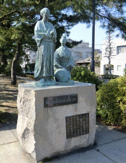 竜馬とお龍新婚旅行んお像 (1)