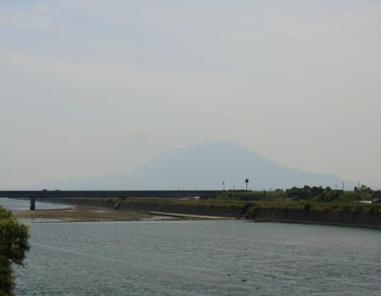 手籠河口から桜島を望む