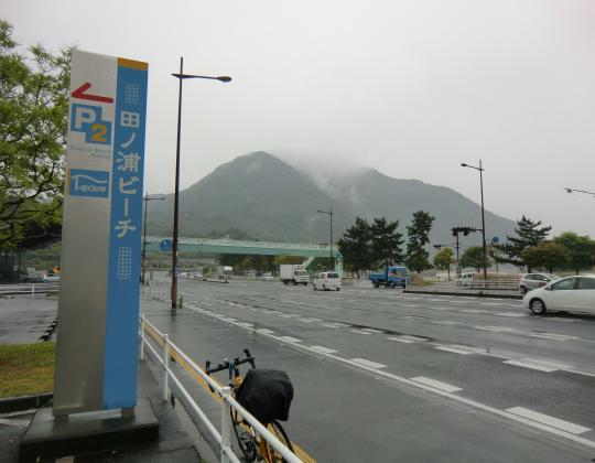 国道10号線から高崎山を望む (1)