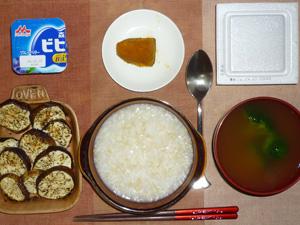玄米粥,納豆,茄子のオーブン焼き,カボチャの煮物,ブロッコリーのおみそ汁,ヨーグルト