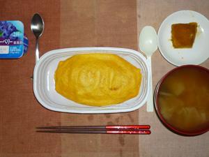 オムライス,カボチャの煮物,玉葱のおみそ汁,ヨーグルト
