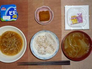 胚芽押麦入り五穀米,納豆,もやしの味噌炒め,カボチャの煮物,玉葱のおみそ汁,ヨーグルト