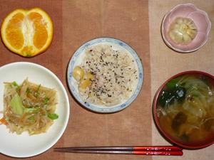 栗ご飯,もやしとキャベツのにんにく醤油炒め,小龍包,玉葱とほうれん草のおみそ汁,オレンジ