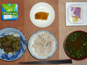胚芽押麦入り五穀米,納豆,茄子ともやしの炒め物,カボチャの煮物,青ネギのおみそ汁,ヨーグルト