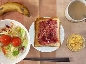 ブルーベリージャムトースト,サラダ,玉葱入りスクランブルエッグ,バナナ,コーヒー