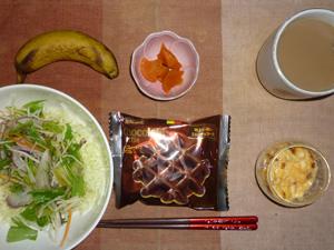 チョコベルギーワッフル,サラダ,スクランブルエッグ,人参の煮物,バナナ,コーヒー