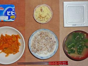 胚芽押麦入り五穀米,納豆,野菜のトマト塩麹煮込み,マッシュポテト,ほうれん草ともやしのおみそ汁,ヨーグルト