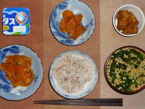 胚芽押麦入り五穀米,鶏の唐揚げ,野菜のトマトソース炒め,人参の煮物,納豆汁,ヨーグルト