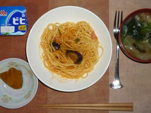 ナスとベーコンのトマトスパゲティ,カボチャの煮物,玉葱とほうれん草のおみそ汁,ヨーグルト