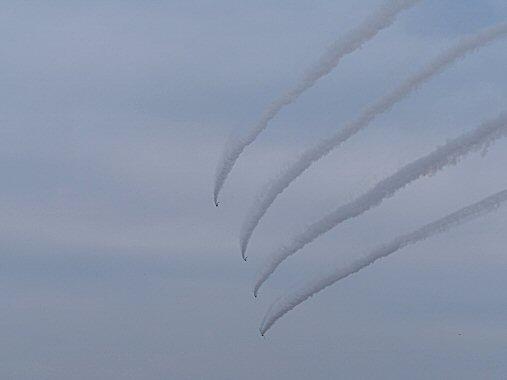 ブルー雲4機PB030176