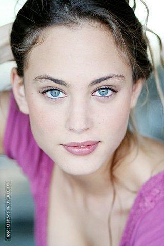 Nora Arnezeder-20