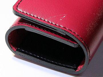 ピンクの人工皮革ランドセルを黒のステッチでキーケースにリメイク