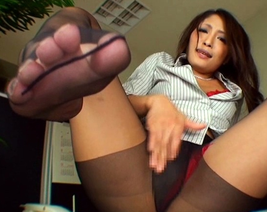 色気ムンムンなお姉さんの湿った黒パンスト足裏を堪能の脚フェチDVD画像3
