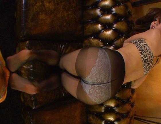 ムチムチした黒パンストの美尻と美脚で擦って大量尻射の脚フェチDVD画像4