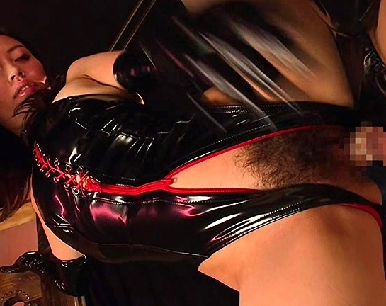 ボンテージ女王様が顔面をブーツで踏みつけ騎乗位着衣SEXの脚フェチDVD画像2