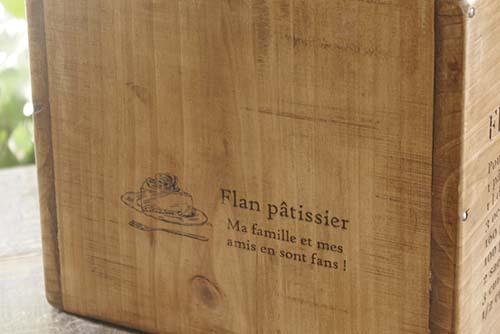 スイーツ柄の木製マガジンラック