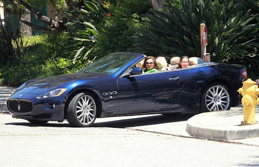vanessa-williams-maserati-grandcabrio.jpg