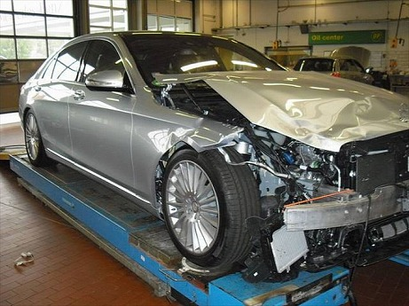 world-s-first-crashed-w222-s-class-is-up-for-sale-photo-gallery-medium_1.jpg