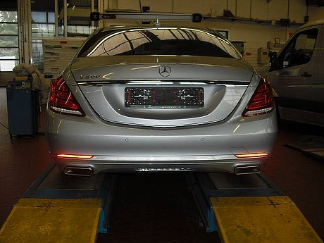 world-s-first-crashed-w222-s-class-is-up-for-sale-photo-gallery-medium_7.jpg