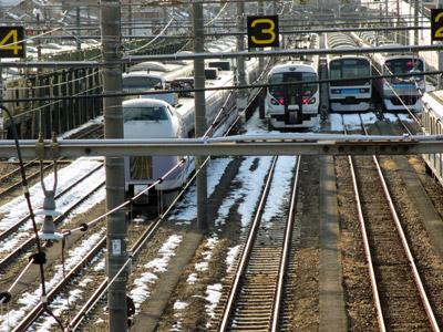 電車庫で待機する特急電車