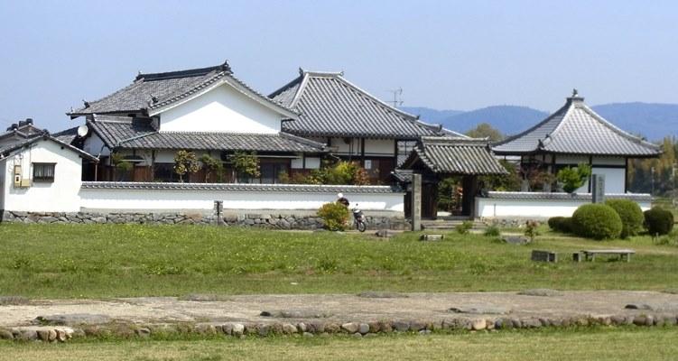 河原寺・伽藍址と現在のお堂