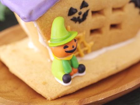 ハロウィンのお菓子の家01