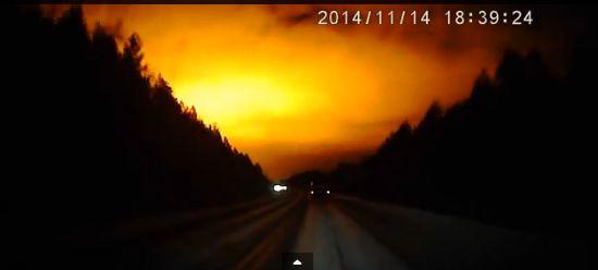 ロシア・ウラル地方の上空が突然、謎の光で包まれる…学者も分からず、現地メディアは「UFOだ」と主張