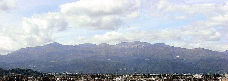 【福島・山形】吾妻山で火山性微動を観測→火山性地震→噴火警戒レベル2へ引き上げ