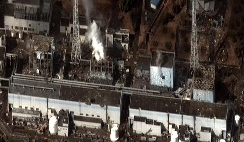 【福島原発】現在の燃料プール真上の放射線量を調べるために壁に穴開けて見るね!6年前は最大で「1時間880ミリシーベルト」