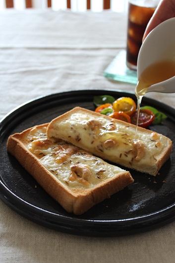 カシュークミンチーズトースト1
