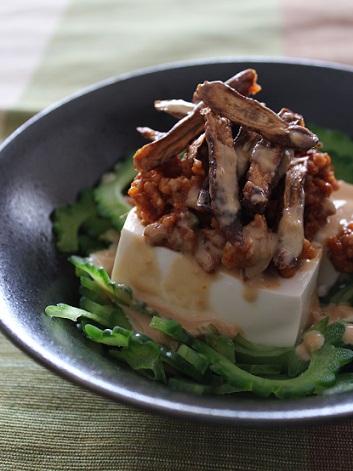 ゴーヤと豆腐の肉そぼろサラダ