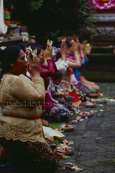 バリ島の祈りの風景