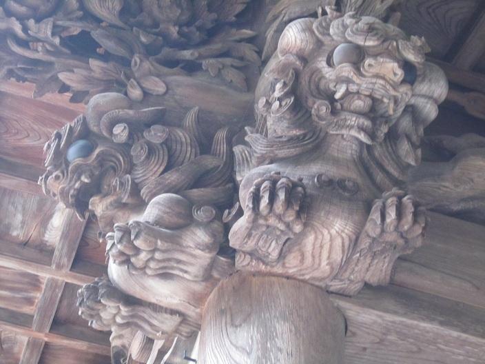 下社春宮の柱の彫刻