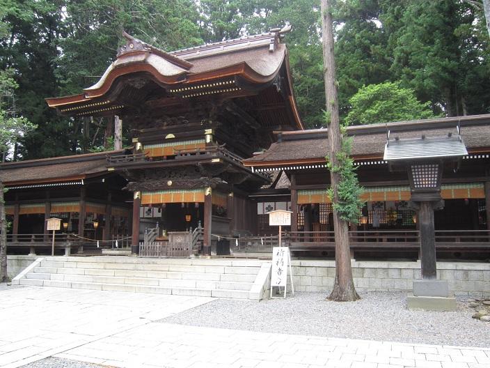 下社秋宮弊拝殿と左右片拝殿