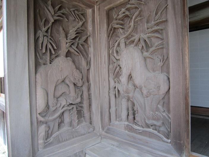 箸蔵時方丈の虎の彫刻