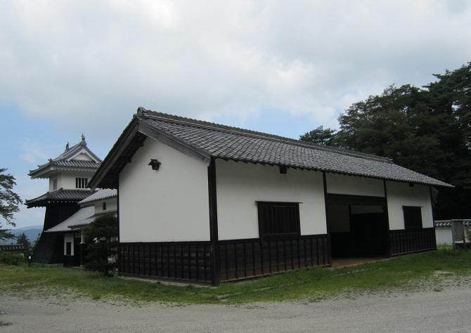 知新館と櫓