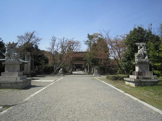 中山神社境内