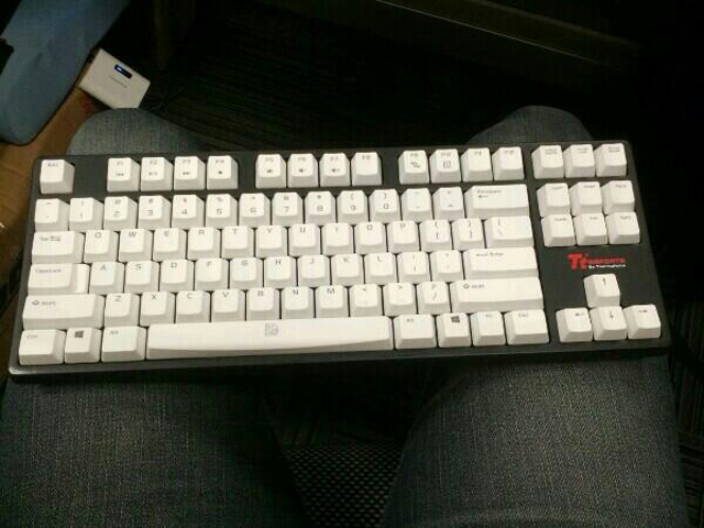 Tt_eSPORTS_Mechanical-Keyboard.jpg