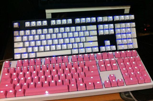 White-Pink_Keyboard_02.jpg