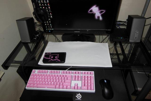 White-Pink_Keyboard_03.jpg