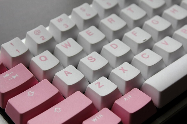 White-Pink_Keyboard_05.jpg
