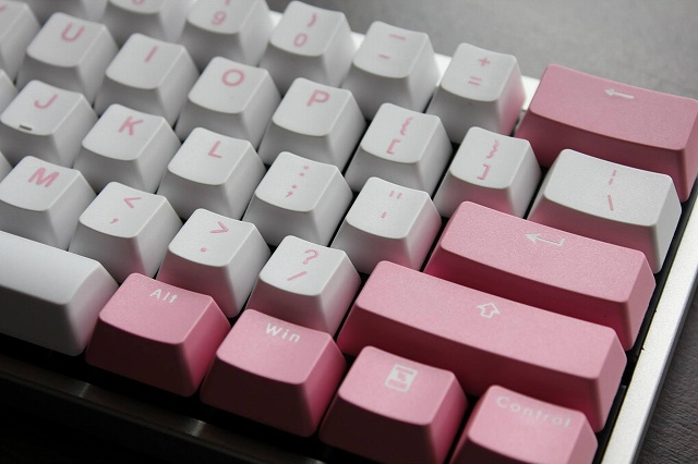White-Pink_Keyboard_06.jpg