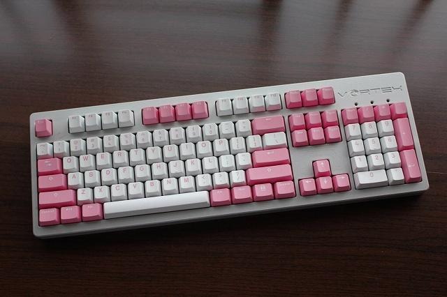 White-Pink_Keyboard_07.jpg